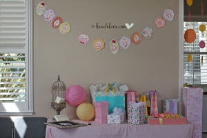Cute as a Button theme - gift table with advice cards, frame & bird cage.